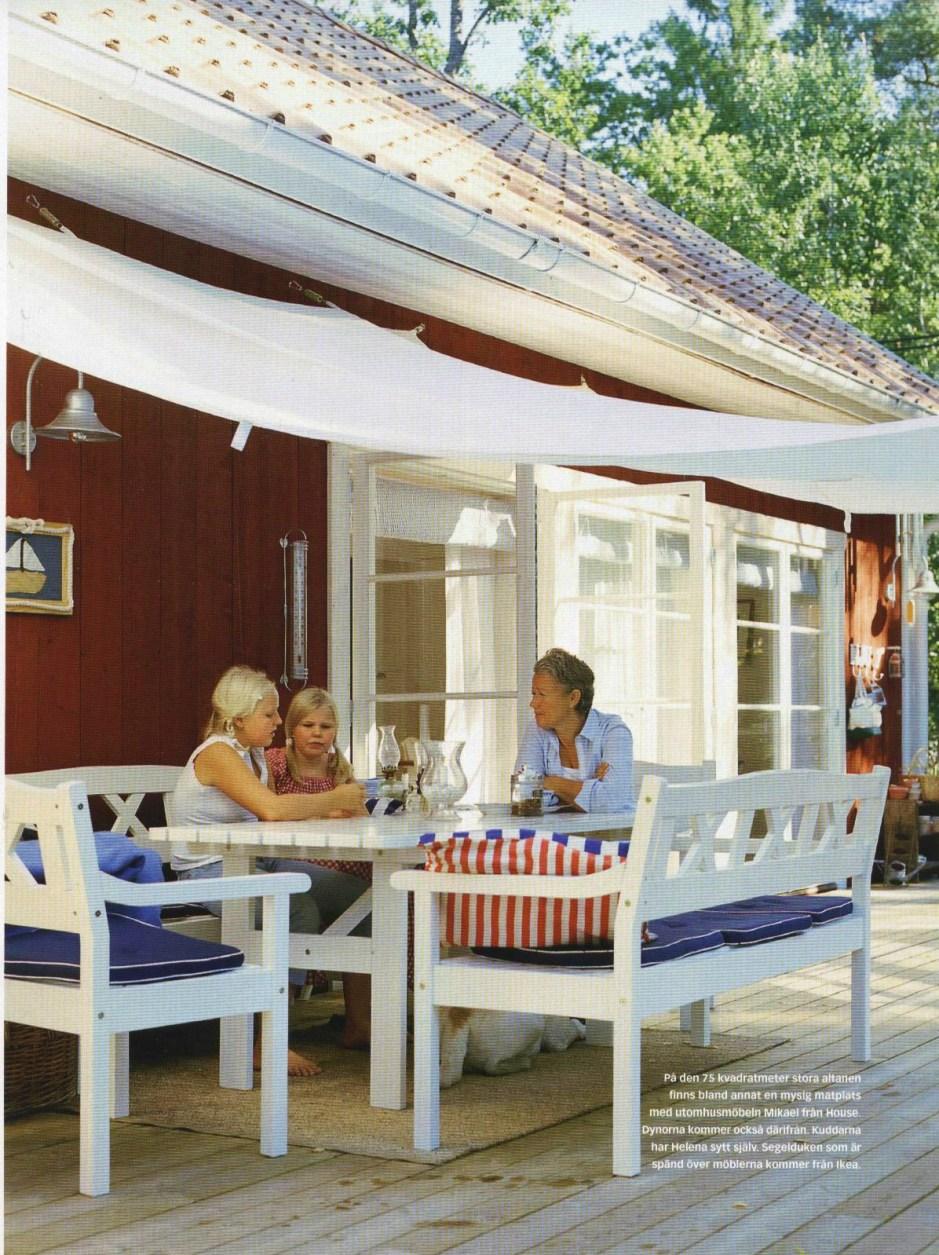 Auf der sonnigen Terrasse unseres Ferienhauses in Schweden bei Stockholm