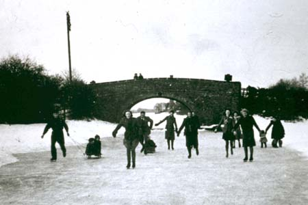 People skating on the Ashby Canal in 1947