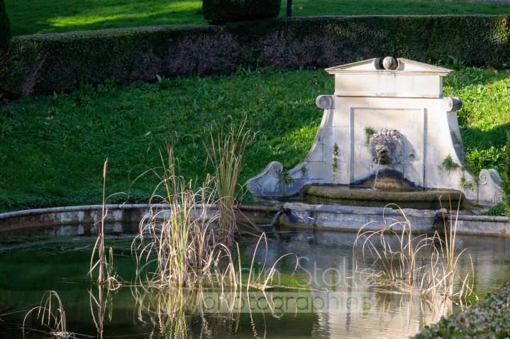 {148} Fontaine du Parc
