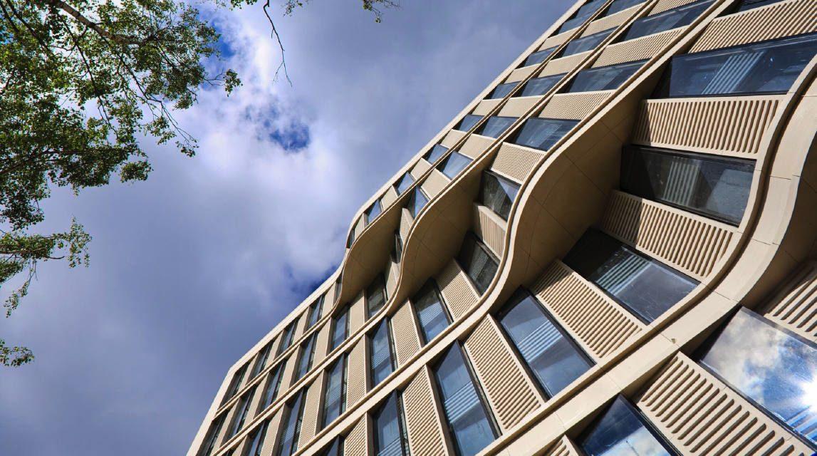 Architektur Fassade architektur fassade mit auffälliger bänderung ideas com