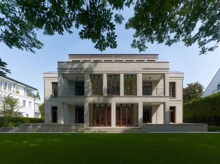 Petra und Paul Kahlfeldt Architekten, Berlin: Neubau eines Wohn- und Geschäftshauses, München.