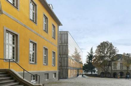 The need to design an unusual façade for the new building complex was born out of its location. The building was to be integrated into the frame of a former Benedictine Monastery, whose buildings encircle an inner court.