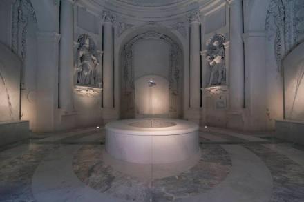 """Philippe Daverio, Jacopo Muzio, Henraux: """"Il Bagno Immaginato""""."""