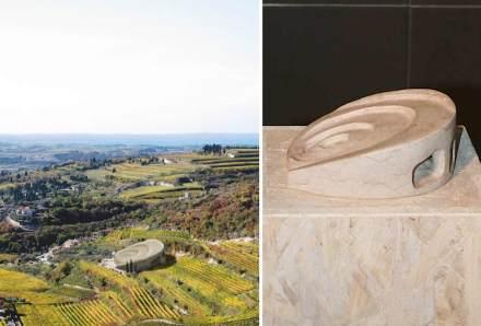 """""""Ammoniteatro"""" di Cristiana Mariotto. Una spirale, simbolo archetipo presente nella conchiglia e nell'ammonite, ci riconduce alla struttura originaria della pietra, trasformandosi in un teatro romano con un passaggio coperto sottostante."""