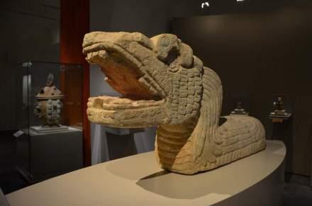 Escultura de serpiente.