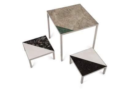 Der Name ist nüchtern und schmucklos, und genauso ist auch das Design. Ronaldo Barbosa bringt den Stein ganz ohne Aufhebens als Tischplatte auf unauffällige Edelstahlbeine in den Farbtönen Gold, Silber oder Bronze.