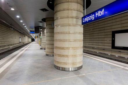 Markantes Element sind die dicken Säulen. Foto: © Deutsche Bahn AG/Martin Jehnichen