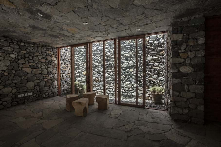 muros de piedra se afianzan contra el viento del himalaya stone ideascom - Muro De Piedra