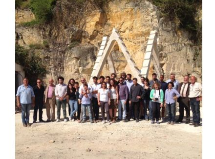 In cooperation with Picardie's stonemasonry school, Atelier de la Pierre d'Angle, Fallacara held a workshop in the summer of 2014, in which students of architecture erected a 4 m high prototype.