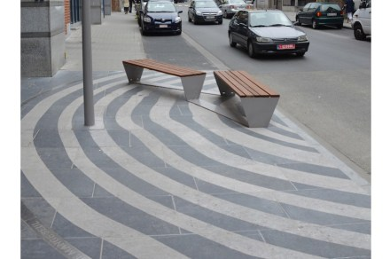 Some of the resting areas are an example in originality: rings interrupt the otherwise straight-lined pavement.