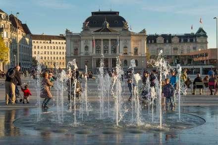 Nominiert wurde auch die Neugestaltung des Sechseläutenplatzes in Zürich.