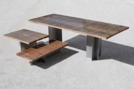 Und prompt haben wir unsere Idee schon realisiert gefunden, wenn auch auf unerwartete Art und Weise: die Designer von Alcarol gießen nämlich die Holztische, auf denen Steinplatten zurechtgeschnitten werden, in Harz aus.
