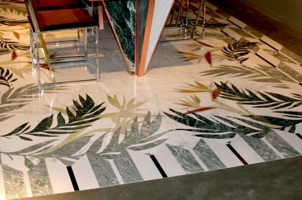 "Citco-Privé: ""Sterlizia"". Product: marble carpet. Measures: 443x297 cm. Material: Statuarietto, Verde Antigua, Irish Green, Verde Issorie, Nero Belgio, Onice Orange, Rosso Damasco, Bianco Sivec. Foto: Peter Becker"