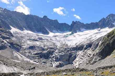 Der Dammagletscher am Ostabhang des Winterbergmassivs in den Urner Alpen ist ein ideales Freiluftlabor, um die Entstehung neuer Ökosysteme zu erforschen. Foto: Beat Stierli (WSL)
