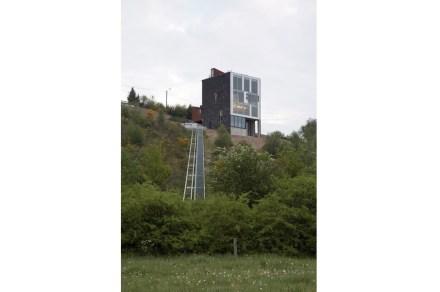 Notevole è un ascensore materiale sul pendio.