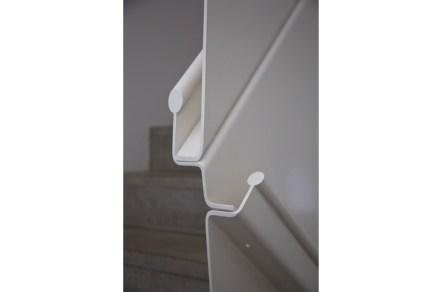 Negli interni ci sono alcune soluzioni di design straordinarie desiderate dai commettenti ed eseguite dall' architetto.