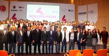 Vincitori e funzionari Imib durante la premiazione. Quinto da sinistra in prima fila è il presidente dell'associazione Ali Kahyaoğlu. Foto: Imib