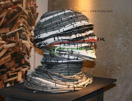 """Arte di <a href=""""http://leffamsterdam.com//""""target=""""_blank"""">Piet Hein Eek</a>."""