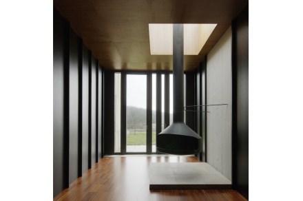 Os quartos estão colocados na área central. Através das chaminés é criado ali um tipo de área de convívio.