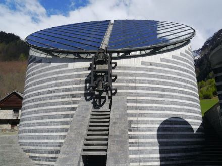 Mario Botta: San Giovanni Battista. Foto: Zairon / Wikimedia Commons