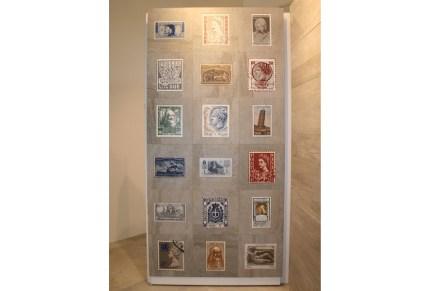 """Briefmarken auf Fliesen, eine Spielerei der Firma <a href=""""http://www.vetriceramici.com""""target=""""_blank"""">Vetriceramici</a>, Hersteller von Glasuren."""