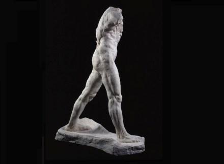 """Auguste Rodin: """"Schreitender Mann"""", Große Version, 1907, patinierter Gips, 218,3 x 160,2 x 74,9 cm. Paris, Musée Rodin. Foto: Musée Rodin / Adam Rzepka"""