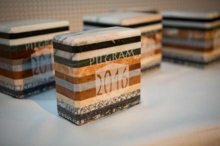 Die Pilgram-Trophäen. Die Idee stammt von Anna Singer vom Steinzentrum Hallein, gefertigt wurden die Stücke von Steinmetz Kienesberger, Schlüsslberg.