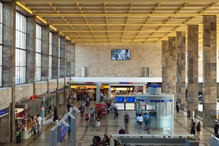Un premio di eccezione lo hanno ricevuto gli architetti Neumann + Steiner per il risanamento della sala dei binari della vecchia Stazione Ovest di Vienna.