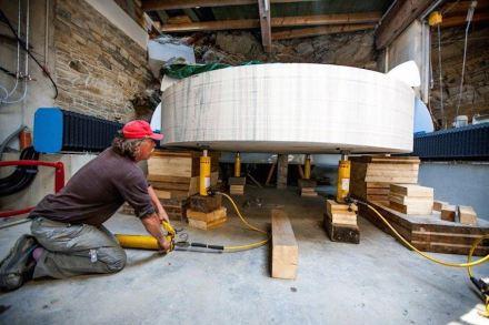 """El punto de partida para el """"delicado trabajo"""" fue un bloque redondeado de 3,5 m de diámetro y 60 cm de altura."""