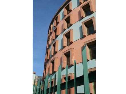 Eines der Gebäude des Wissenschaftszentrums für Sozialforschung Berlin, erbaut in den 1980ern von James Stirling. Foto: Peter Becker