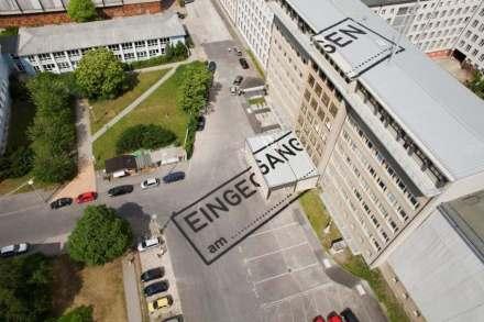 """""""Eingegangen am..."""" von raumlaborberlin an der ehemaligen Stasi-Zentrale in Berlin-Lichtenberg, heute: Stasimuseum. Foto: BBR / Werner Huthmacher"""