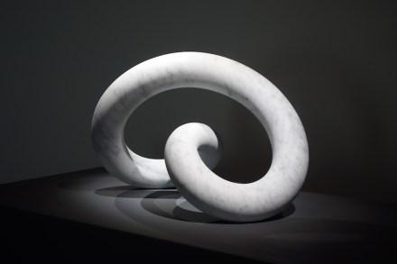 "Cynthia Sah: ""Infinite"", Carrara white marble, 46 x 68 x 55 cm, 2016. Photo: Double Square Gallery"