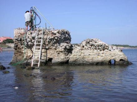 A scientist drilling at a Roman marine structure in Portus Cosanus, Tuscany, 2003, by permission of the Soprintendenza Archeologia per la Toscana. Photo: J. P. Oleson