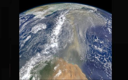 On June 23, 2014 a lengthy river of dust from western Africa began to push across the Atlantic Ocean. A week later, the influx of dust was affecting air quality as far away as the southeastern United States. Photo: Nasa