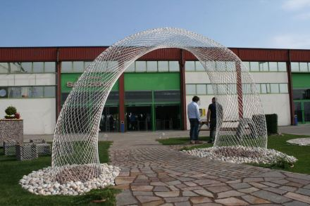 The steel mesh was new as well, able to form curved shapes.