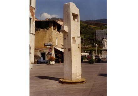 "Gonzalo Fonseca: ""Alexandrian Pillar"", 1986-87, Roman-travertine installed in Pietrasanta. Photo: Noguchi Museum"