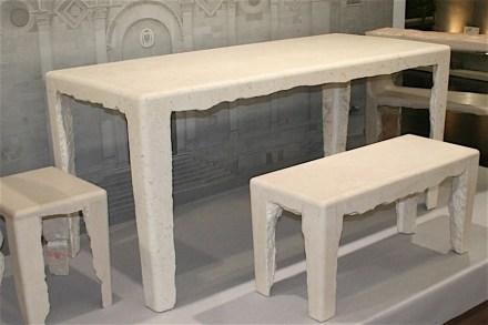 """Tisch und Sitze """"Rocaille"""" von Philippe Nigro, gezeigt auf der Stone+tec 2011. Foto: Peter Becker"""