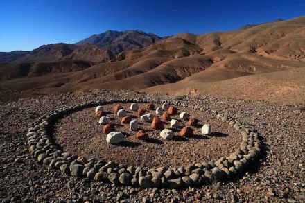 Hama Lohrmann: Stone and earth pigments. Morocco 2017.