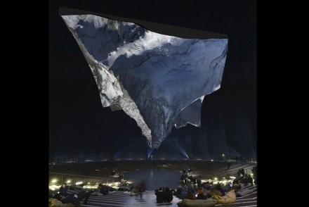 """Blick in die Ausstellung """"Der Berg ruft"""". Foto: DLR"""