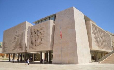 Das neue Parlamentsgebäude, Architekt war Renzo Piano Workshop. Quelle: Wikimedia Commons