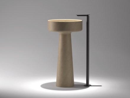 """Ein Klassiker der Badezimmermöbel mit Naturstein ist Angelo Mangiarottis """"Lavabo Bjhon"""" (1970, für die Firma Agape). Foto: Marmomac"""