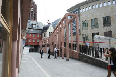 A large awning solved the problem of different street levels and demarks the Coronation Path.