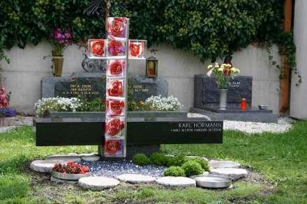 ... für Ernst Schumacher aus Birgitz, Tirol, für das Grabmal eines Rosenzüchters...