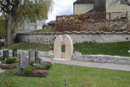 Anerkennung für Schwab aus Puch bei Hallein für die 2016 eröffnete anonyme Urnenanlage in Puch mit einer Bestattungswiese für naturnahe Bestattungen unterschiedlicher Kulturen und Glaubensrichtungen.