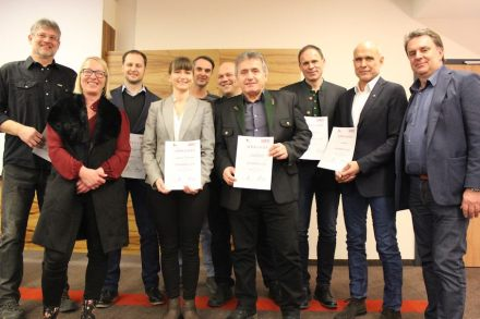 The winners with representatives from Steinzentrum Hallein.