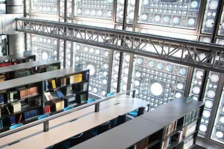 Jean Nouvel: Die Südfassade des Institut du Monde Arabe in Paris. Foto: ActualLittè / Wikimedia Commons