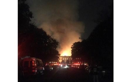 The Muséo Nacional in Rio de Janeiro during the fire. Photo: Felipe Milanez / Wikimedia Commons