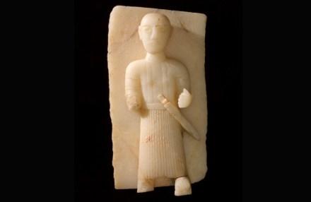 Stele representing a man with dagger, 1st–3rd century BCE, Calcite alabaster, 57 × 30 cm, Qaryat al-Faw, Riyadh, Department of Archaeology Museum, King Saud University.