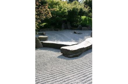 Zen-Garten: Gartenpflege als Meditation.