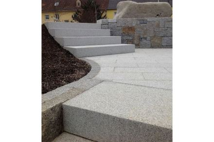 Poschacher Natursteinwerke: Neuhauser Granit.